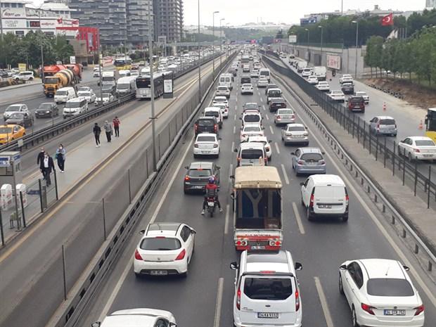 istanbul-da-trafik-yogunlugu-yuzde-60-a-ulasti-734572-1.