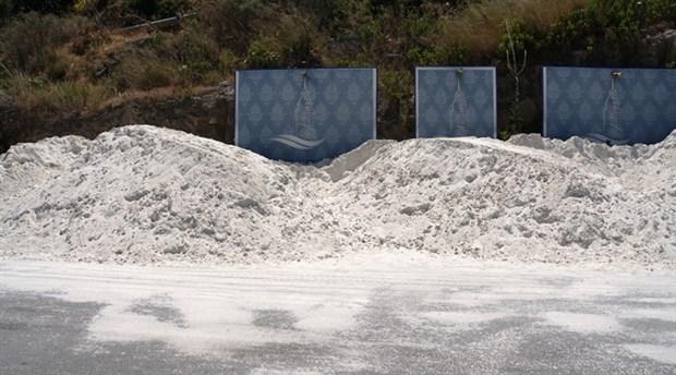 bodrum-da-sahile-beyaz-kum-diye-mermer-tozu-sermeye-calisan-otele-ceza-verildi-739048-1.