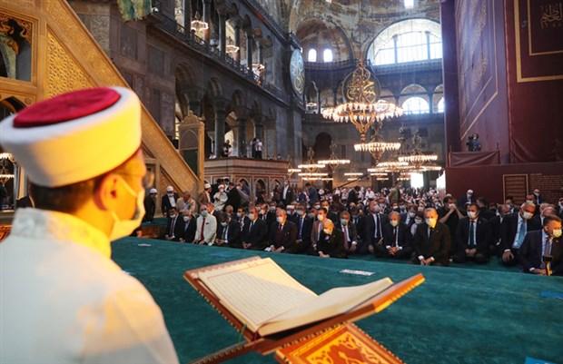 yetkin-erdogan-a-sordu-adil-oksuz-e-ilahiyat-doktoru-unvani-veren-heyette-bulunan-erbas-i-cok-mu-aradiniz-761899-1.