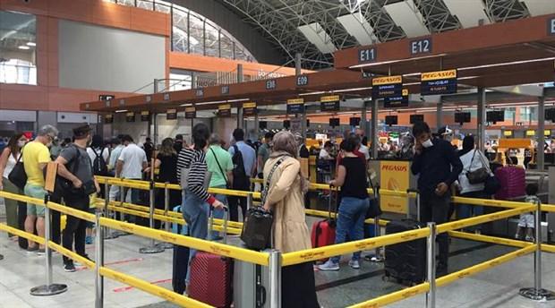 istanbul-daki-havalimanlarinda-bayrami-yogunlugu-762740-1.