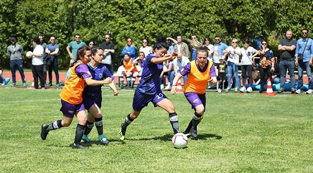 kadinlar-bal-gibi-futbol-oynuyor-768532-1.