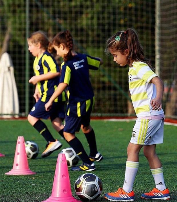 kadinlar-bal-gibi-futbol-oynuyor-768535-1.