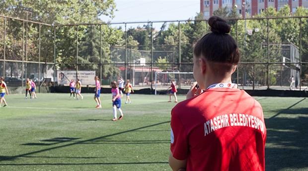 kadinlar-bal-gibi-futbol-oynuyor-768536-1.