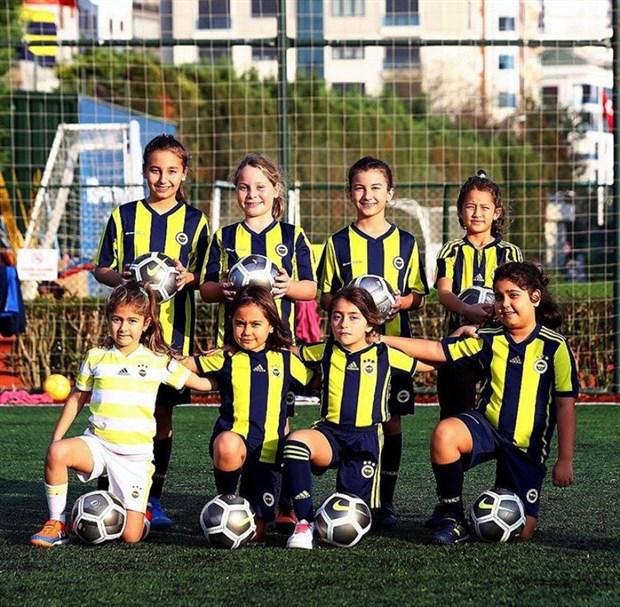 kadinlar-bal-gibi-futbol-oynuyor-768537-1.