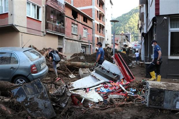 giresun-daki-sel-felaketinde-hayatini-kaybedenlerin-sayisi-9-a-yukseldi-772927-1.