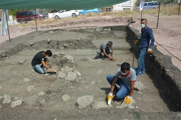 bilecik-te-8-bin-500-yillik-insan-iskeleti-bulundu-776082-1.