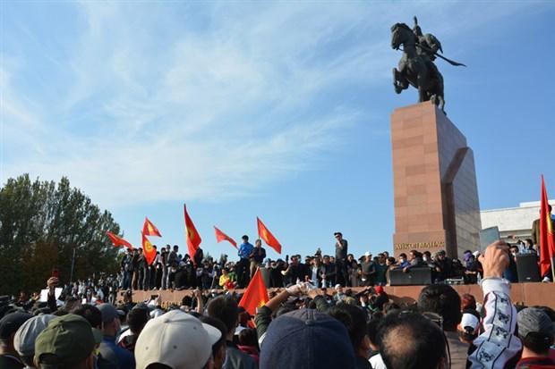 protestolar-sonrasi-secimlerin-iptal-edildigi-kirgizistan-da-neler-oluyor-789382-1.