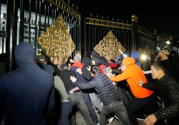 protestolar-sonrasi-secimlerin-iptal-edildigi-kirgizistan-da-neler-oluyor-789384-1.