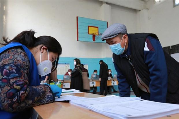 protestolar-sonrasi-secimlerin-iptal-edildigi-kirgizistan-da-neler-oluyor-789385-1.