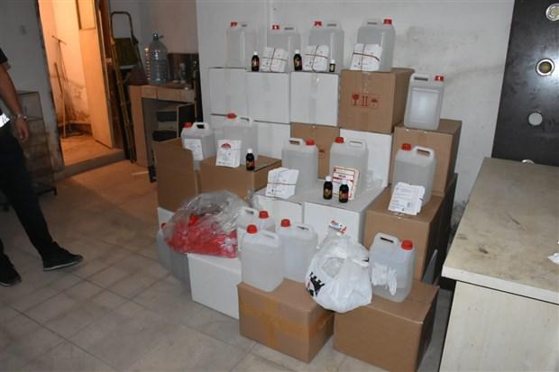 izmir-de-sahte-alkol-operasyonu-5-ton-etil-alkol-ele-gecirildi-791761-1.