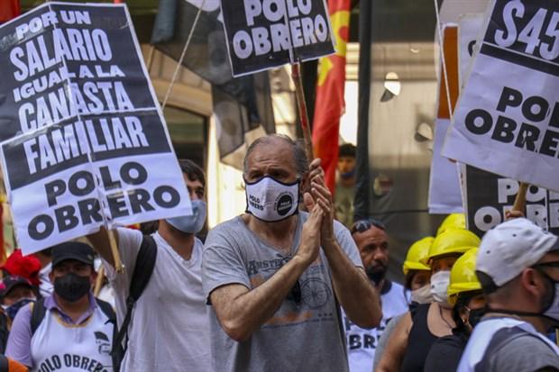 arjantin-de-asgari-ucret-ve-sosyal-yardimlarin-artirilmasi-talebiyle-eylem-792805-1.