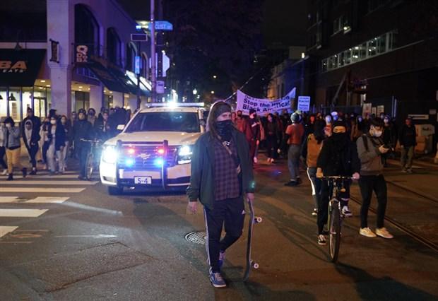 abd-nin-philadelphia-kentinde-protestolar-nedeniyle-sokaga-cikma-yasagi-ilan-edildi-798390-1.