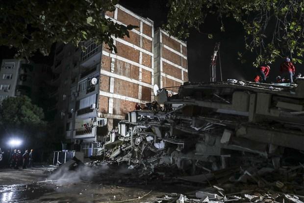 izmir-deki-6-6-buyuklugundeki-depremde-can-kaybi-24-e-yukseldi-799288-1.