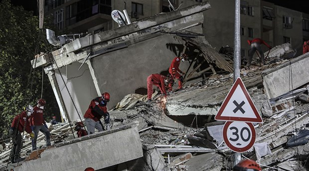 izmir-deki-6-6-buyuklugundeki-depremde-can-kaybi-24-e-yukseldi-799290-1.