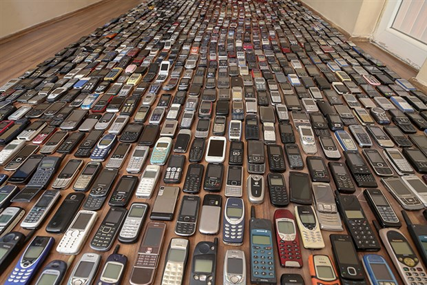 20-yilda-bin-cep-telefonu-biriktirdi-801357-1.