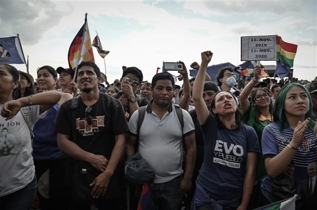 morales-bolivya-nin-ve-tum-dunyanin-sagcilari-bilsin-barbarlar-geri-dondu-804030-1.