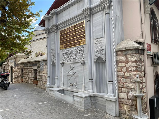 akp-li-camli-270-yillik-cesmenin-kitabesine-babasinin-adini-yazdirdi-809284-1.