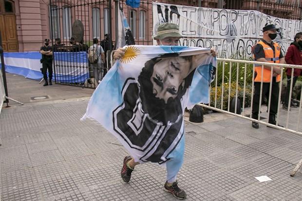arjantin-halki-maradona-yi-ugurluyor-809717-1.