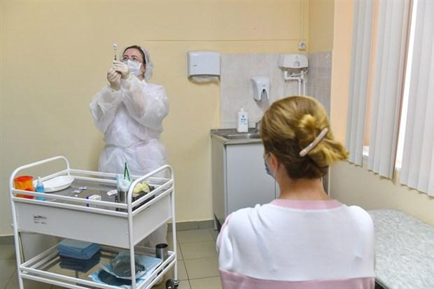 rusya-da-koronavirus-karsi-toplu-asilama-basladi-813277-1.