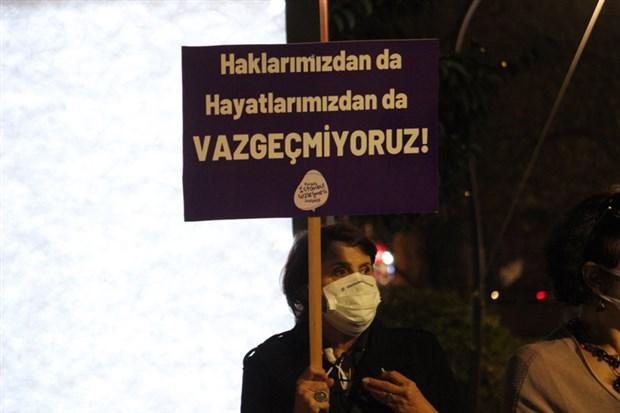 kocaeli-de-katledilen-kadinlar-icin-eylem-istanbul-sozlesmesi-uygulansin-823216-1.