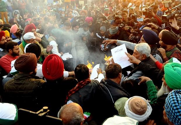 hindistan-da-ciftciler-lohri-festivalini-kutladi-828751-1.