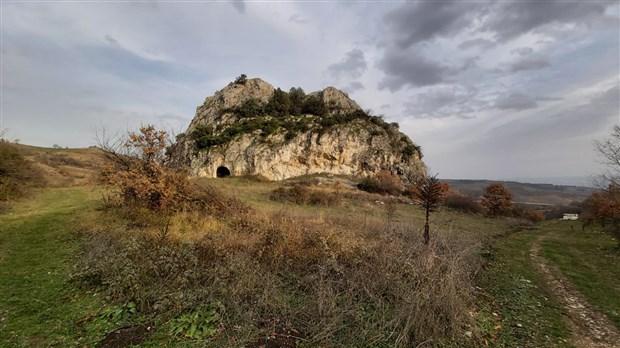 roma-donemine-ait-oda-mezarda-patlayici-icin-yerlestirilmis-kablolar-bulundu-828732-1.