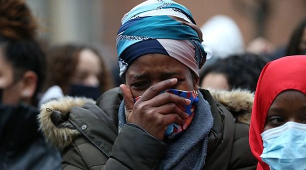belcika-da-siyah-ibrahima-barrie-nin-gozaltinda-olmesini-protesto-eden-eylemciler-karakolu-atese-verdi-829045-1.