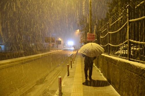istanbul-un-yuksek-kesimlerinde-kar-yagisi-etkili-oldu-829301-1.