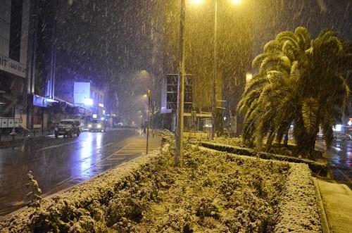 istanbul-un-yuksek-kesimlerinde-kar-yagisi-etkili-oldu-829302-1.