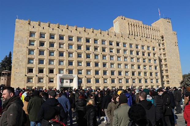 gurcistan-da-koronavirus-kisitlamalarina-protesto-833316-1.