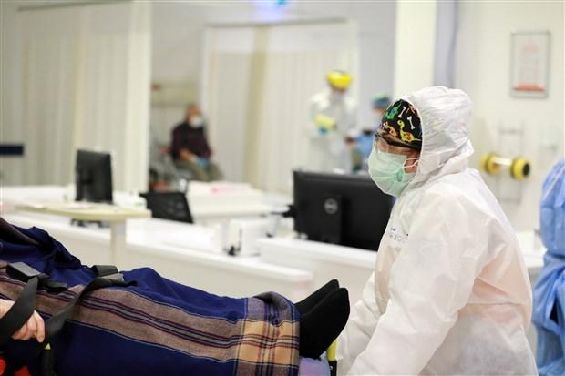 yuzlerce-hasta-takip-edildi-koronavirus-sac-dokulmesine-yol-acabiliyor-834863-1.