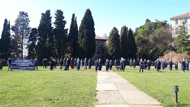 bogazici-akademisyenlerinin-melih-bulu-protestosu-devam-ediyor-837724-1.
