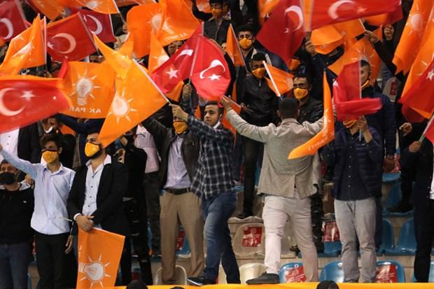erdogan-ayni-anda-11-kongreye-katildi-840933-1.