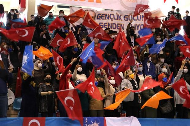 erdogan-ayni-anda-11-kongreye-katildi-840934-1.