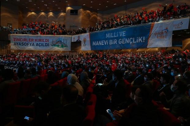 erdogan-ayni-anda-11-kongreye-katildi-840935-1.