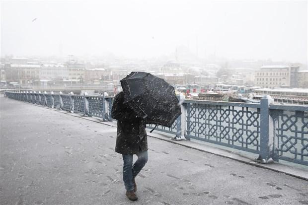 istanbul-beyaza-burundu-kar-yagisi-suruyor-841499-1.