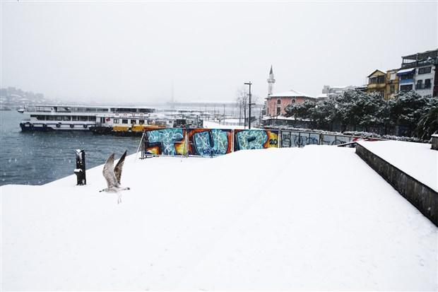 istanbul-beyaza-burundu-kar-yagisi-suruyor-841500-1.