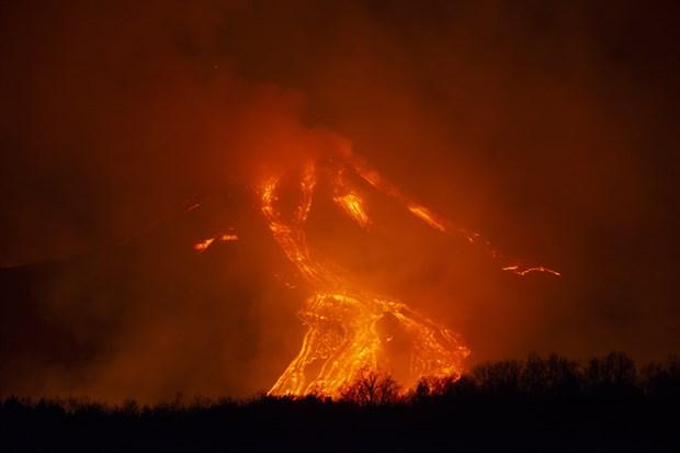 italya-daki-etna-yanardagi-bir-kez-daha-faaliyete-gecti-843115-1.