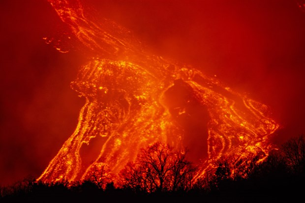 italya-daki-etna-yanardagi-bir-kez-daha-faaliyete-gecti-843116-1.