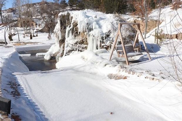 turkiye-nin-en-soguk-yeri-altinyayla-oldu-kizilirmak-nehri-buzla-kaplandi-843145-1.