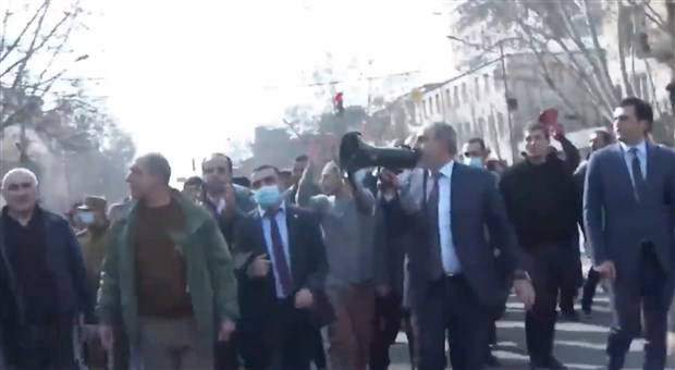 ermenistan-da-darbe-girisimi-ordu-pasinyan-in-istifasini-istedi-845709-1.