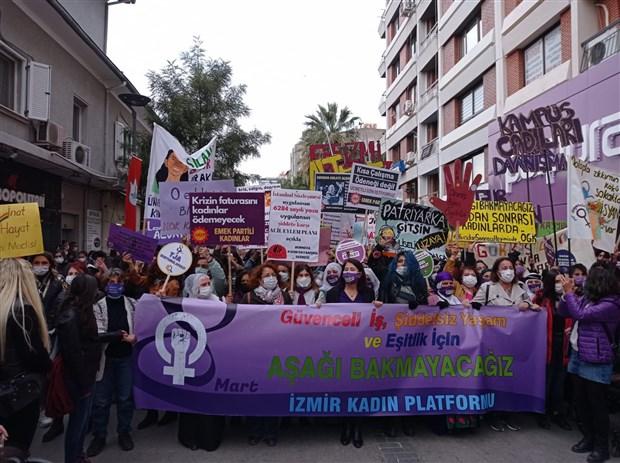canli-blog-kadinlar-8-mart-ta-alanlarda-istanbul-da-toplanmalar-basladi-850068-1.