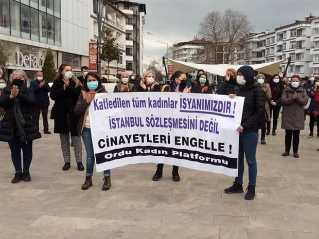 kadinlar-istanbul-sozlesmesi-nin-feshedilmesine-karsi-sokaga-cikti-karari-geri-cek-sozlesmeyi-uygula-854867-1.