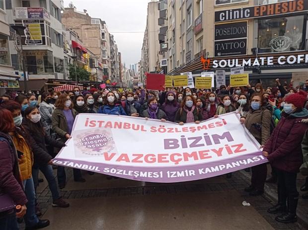 kadinlar-istanbul-sozlesmesi-nin-feshedilmesine-karsi-sokaga-cikti-karari-geri-cek-sozlesmeyi-uygula-854869-1.