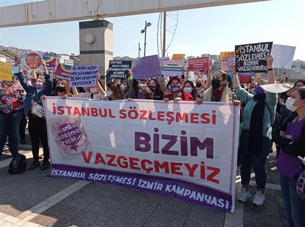 izmir-de-istanbul-sozlesmesi-eylemi-mucadelemizden-bir-adim-geri-durmayacagiz-857552-1.