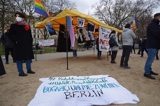 berlin-de-sanatcilardan-bogazici-direnisine-destek-864187-1.