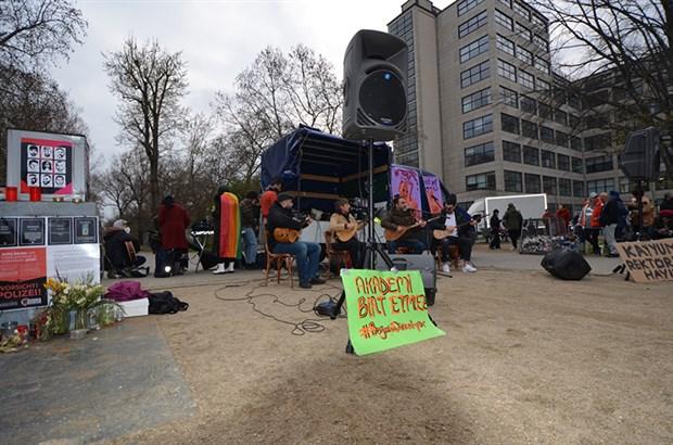 berlin-de-sanatcilardan-bogazici-direnisine-destek-864188-1.