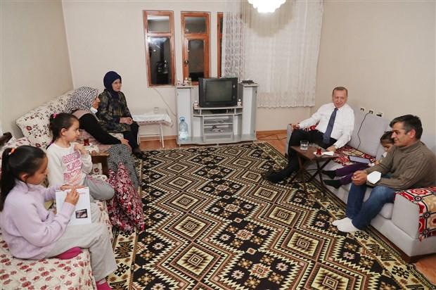 erdogan-iftarda-yer-sofrasinda-goruntu-verdi-864658-1.