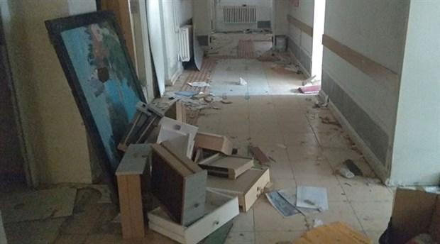 hasta-yatak-bulamiyor-25-yatakli-hastane-curuyor-foca-eski-devlet-hastanesi-curumeye-terk-edildi-864914-1.