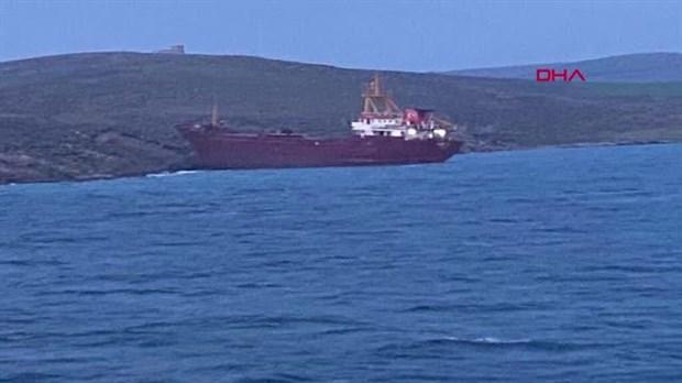 canakkale-bozcaada-aciklarinda-kargo-gemisi-karaya-oturdu-865202-1.